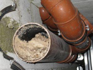 tluszcze-w-rurach-kanalizacyjnych-6